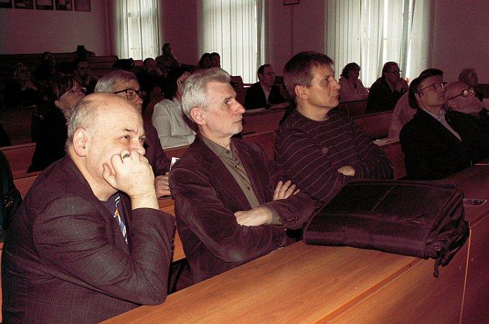 Петербургские историки космонавтики (слева-направо М.Н. Охочинский, Г.А. Плискин др.). Фото В.В. Лебедева.