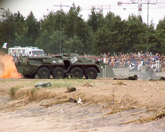БТР-80 морской пехоты Балтийского флота ВМС России.