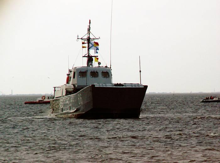 """Транспортно-десантный корабль типа """"Серна"""" (пр.11770)."""