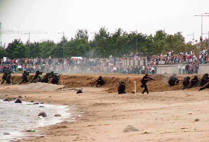Морская пехота в обороне захваченных рубежей.