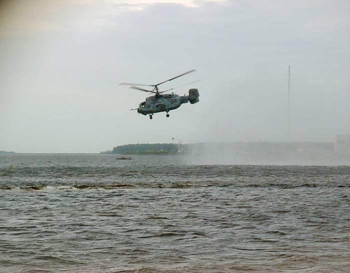 С моря и с воздуха огневую поддержку десанту обеспечивали боевые корабли и вертолёты ВМФ России.