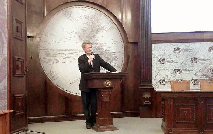 Ю.В. Колесников во время доклада. Фото Д.Г. Мораускайте.