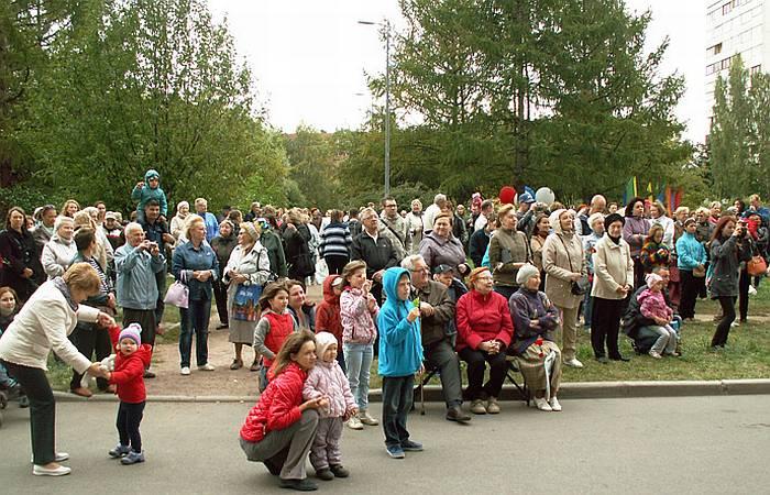 От мала до велика собрались на праздник, чтобы вместе с нами прикоснуться к Небу. Фото В.В. Лебедева.