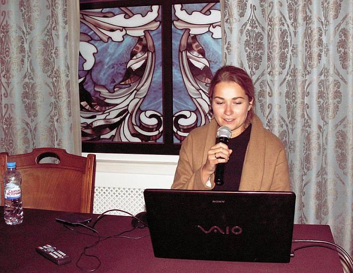 Ольга Константиновна Белова в ходе своего доклада. Фото В.В. Лебедева.