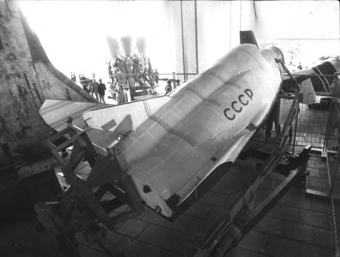 Орбитальный самолёт БОР-4 на выставке «Авиация-90» на ВДНХ (Москва). Фото В.В. Лебедева