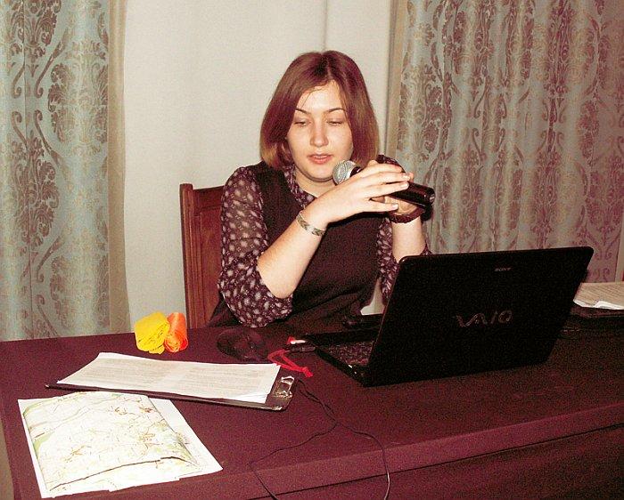 Дарья Гинтарасовна Мораускайте за пультом управления докладом. Фото В.В. Лебедева.