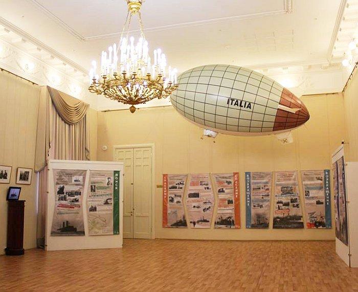 Главный экспонат в ореале экспозиции выставки. Фото В.В. Лебедева.