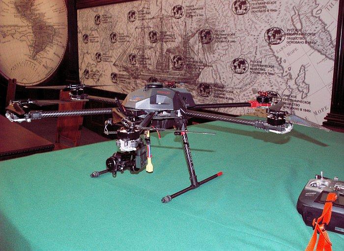 Мультикоптер с видеокамерой - представитель большого семейства различных БЛА. Фото В.В. Лебедева.
