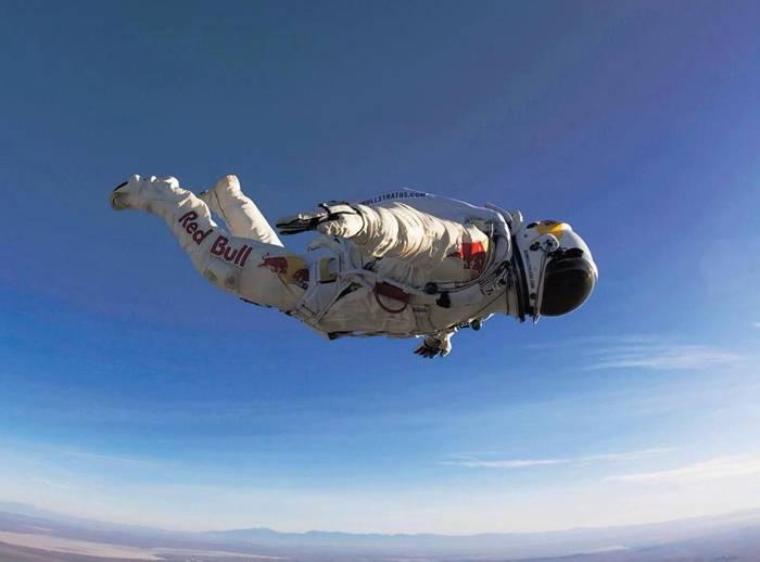 Одними из главных задач тренировок перед прыжком было освоение скафандра и отработка техники прыжка. Фото из интернета