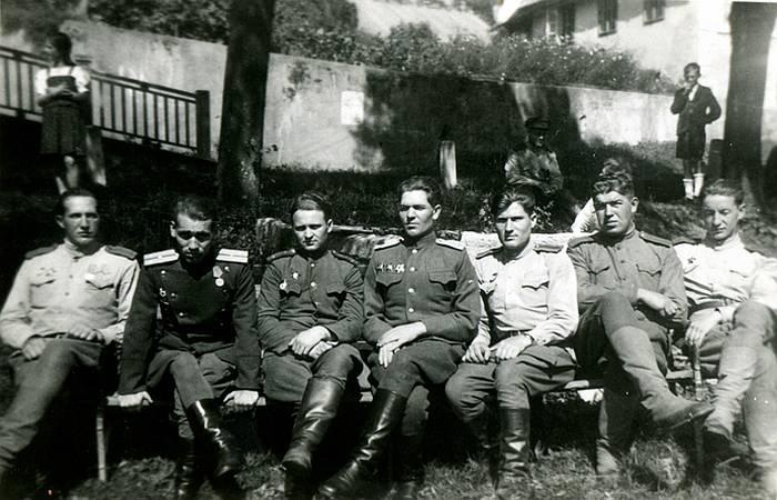 Офицеры 21-го Гвардейского воздушно-десантного полка 7-й Гвардейской воздушно-десантной дивизии 4-й Гвардейской ударной армии.