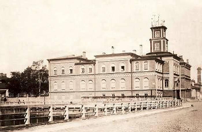 Здание Главной физической обсерватории в С-Петербурге