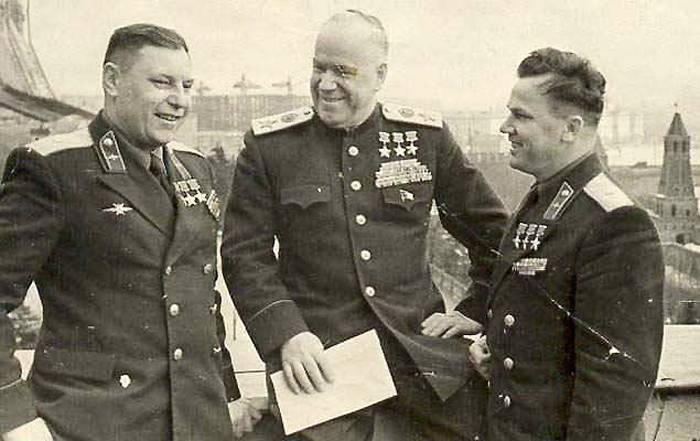 Фото Покрышкина, Жукова и Кожедуба - трижды Героев Советского Союза