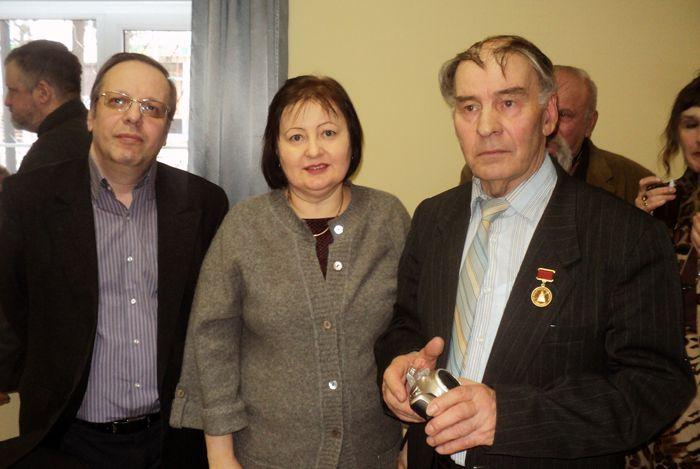 Петербургские историки авиации (слева-направо): В.В. Лебедев, Жанна Николаевна Абельцева и В.В. Король.