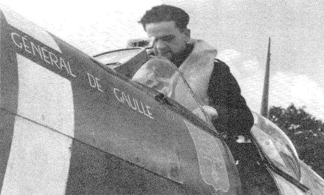 """Фото истребителя с надписью """"Генерал де Голль"""""""