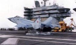 Фото Посадка МиГ-31Б на палубу американского авианосца
