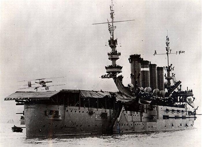 Фото посадки первого самолета на палубу корабля