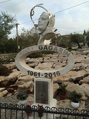 Фото открытия памятника Юрию Гагарину в Черногории