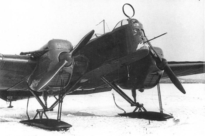 Фото Разведчик Р-6 на лыжном шасси