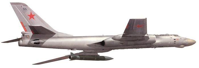 Авиационно-ракетный комплекс Ту-16К-26 с крылатой ракетой под крылом