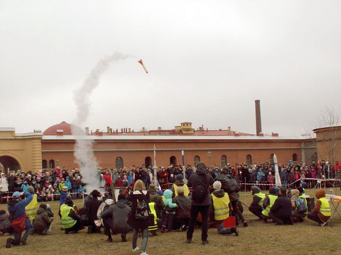 Не все ракеты в этот день хотели покидать стартовую площадку. Хотя, как раз такие полёты запоминаются больше всего. Фото В.В. Лебедева