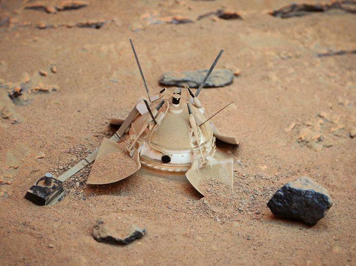 """Модель АМС """"Марс-6"""", сделанная руками Ивана Цыбина и Александра Шлядинского была, как """"живая"""". Фото О.С. Семёнова"""