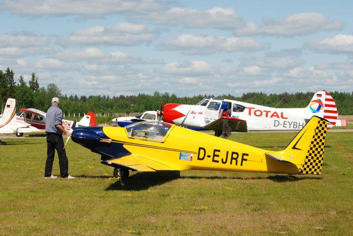 Французский одноместный мотопланёр Fournier RF7 (регистр. № D-EJRF) пилота Дирка Радевальда (Германия) на аэродроме «Середка», г.Псков. ЛА построен в 1971 г. в единичном экземпляре. Фото от Житинского.