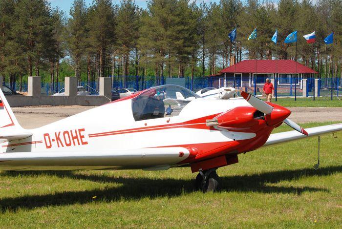 Мотопланёр Fournier RF4D (регистр. № D-KOHE) пилота Петера Бельзле (Германия) на аэродроме «Середка», г.Псков. ЛА построен в 1968 г. Фото от Житинского.