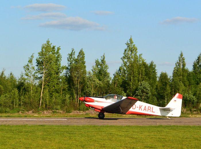 Мотопланёр Fournier RF4D (регистр. № D-KARL) итальянского пилота Фаусто Тумиати 23 мая 2016 г. на ВПП псковского аэродрома «Середка» . Фото от Житинского.