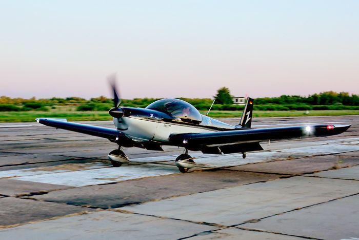 На аэродром «Кречевицы» приземлился двухместный Zodiac (регистр. № D-MZWD). Пилот Вернер Дупп (Германия). Фото от Житинского.