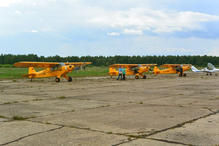 "Фото американских самолетов ""Пайпер"" на стоянке в Новгороде"