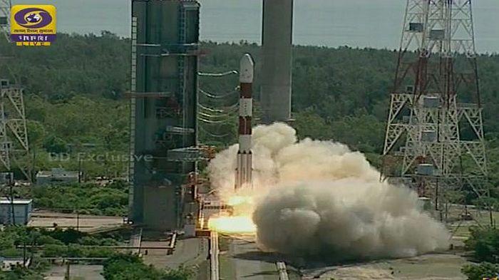 Фото ракеты PSLV-XL-C34