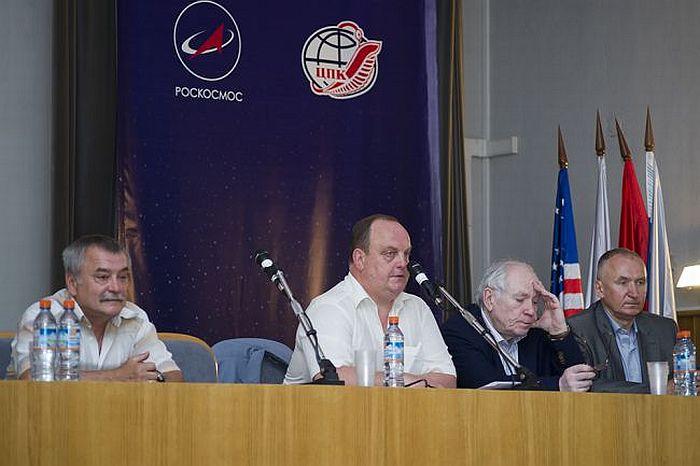 Фото открытия молодежной конференции