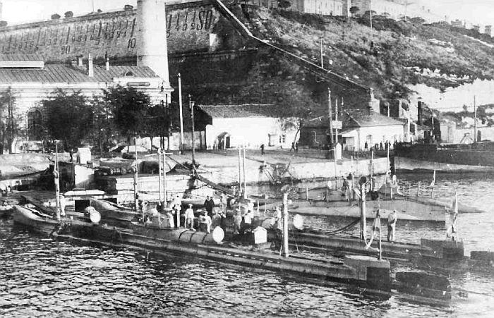 Подводные лодки типа «Камбала» (на первом плане), наблюдение за постройкой которых в Германии осуществлял Л.М. Мациевич