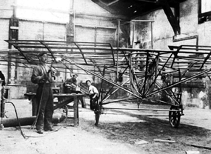 Фото постройки самолёта В-0