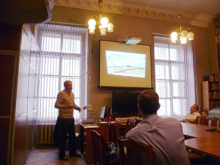 Яркий доклад В.Г. Федченко был богато проиллюстрирован им фотографиями, часть из которых вы можете посмотреть в нашем фотоотчёте перелёта   http://ivak.spb.ru/news/perelyot-evropa-rossiya-vo-imya-druzhby-i-mira.html. Фото Г.В. Галли