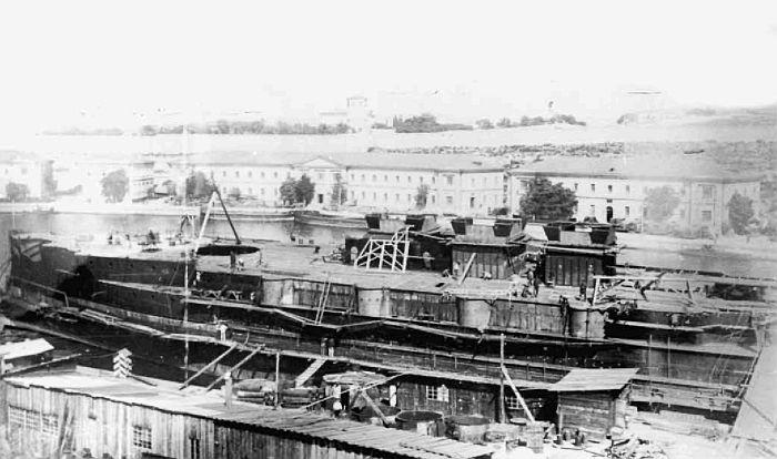 Эскадренный броненосец «Иоанн Златоуст» во время достройки на плаву. 25 августа 1906 года. Фото из фондов РГАВМФ