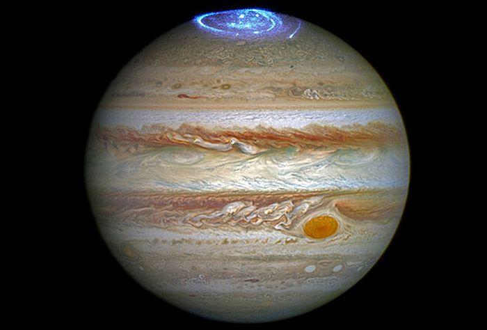 снимок сияния на северном полюсе Юпитера