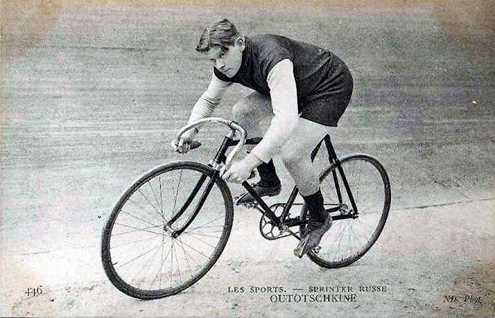 Фото Уточкина на велосипеде