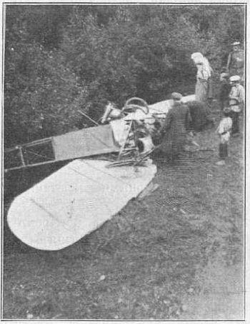 Фото разбитого самолета Уточкина