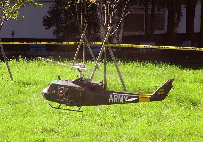 """Полёт модели американского вертолёта UH-1 """"Ирокез"""""""