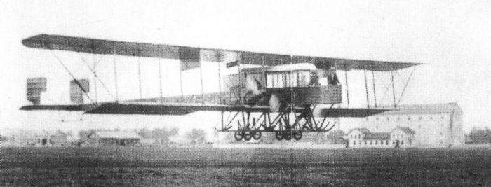 Полёт первого в мире многомоторного самолёта «Русский витязь» («Гранд») над лётным полем Корпусного аэродрома, 1913 г.