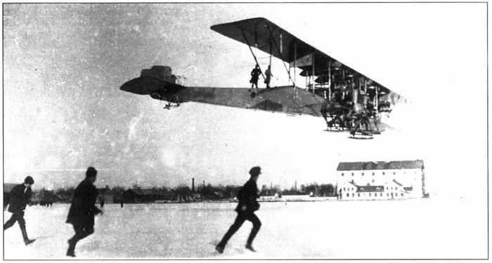 Полёт знаменитого многомоторного самолёта «Илья Муромец», Корпусной аэродром, С.-Петербург, 1913 г.