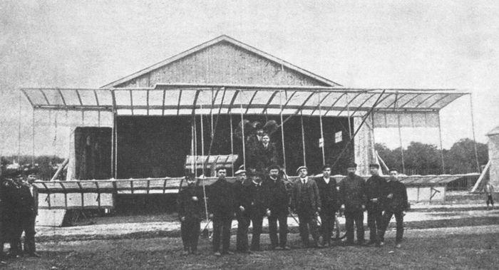 """Первый самолёт, изготовленный на авиационном производстве завода """"Дукс"""", 1910 г."""