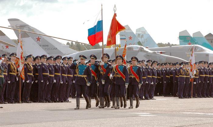 Парадное построение лётчиков 6-й Армии ВВС и ПВО перед началом праздника. Фото С.Н. Ганина.