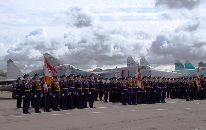 Подразделения выстроились рядом со своей боевой техникой. Фото С.Н. Ганина.