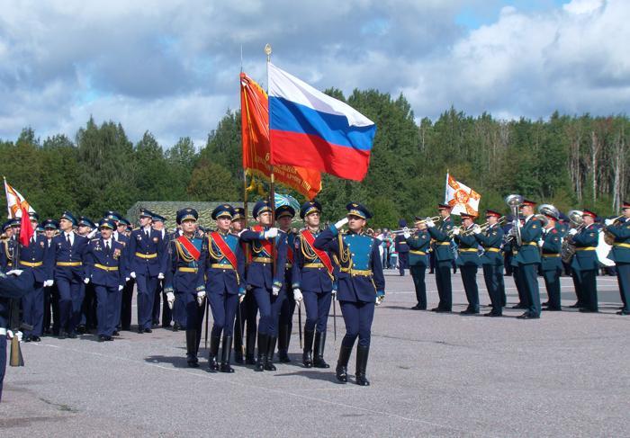 После награждения равнение на знамя 6-й Армии ВВС и ПВО. Фото С.Н. Ганина