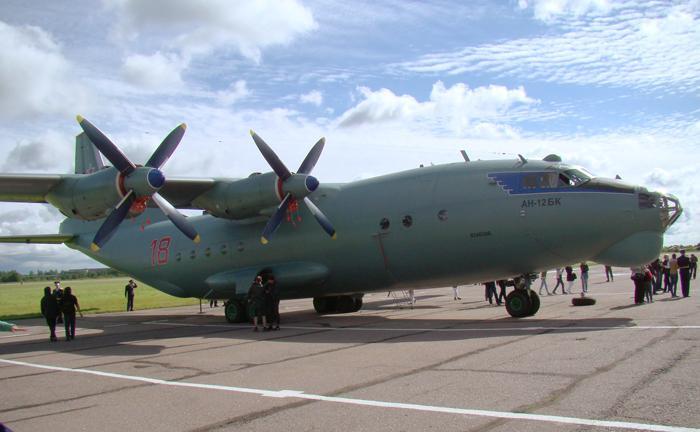 Военно-транспортный самолёт Ан-12БК. Фото С.Н. Ганина.