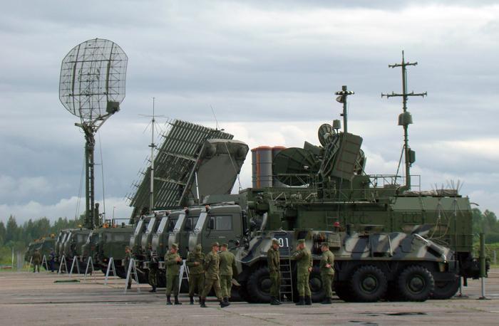 Взору многочисленных гостей авиационного праздника была представлена и многочисленная зенитно-ракетная техника подразделений ПВО. Фото С.Н. Ганина.