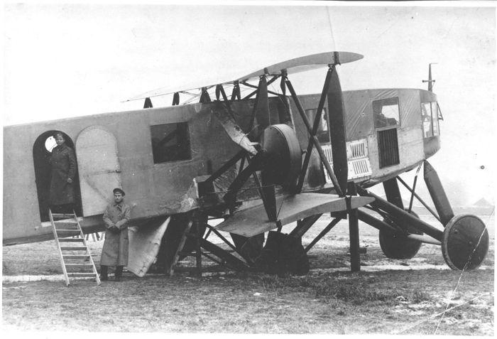 """Тяжёлый бомбардировщик """"Святогор"""" на Корпусном аэродроме, 1916 г."""