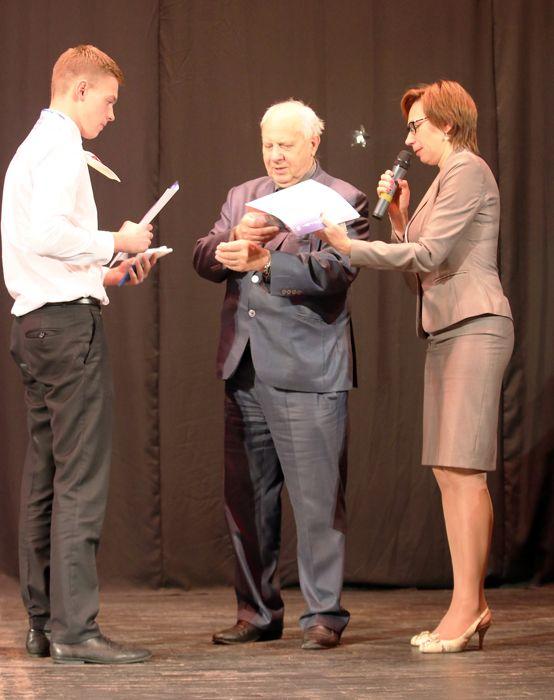 Победителям космических олимпиад были вручены грамоты и памятные призы